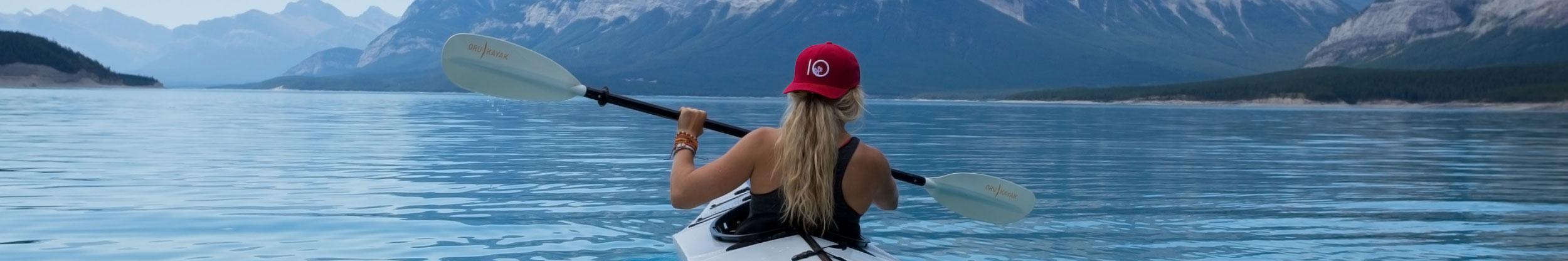 Frau im Kanu in Kanada